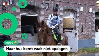 Yasmine gaat met haar paard naar school