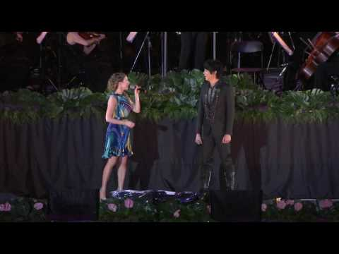 The Moon Represents My Heart - Hayley Westenra & Shin (World Games 2009 - High Definition)