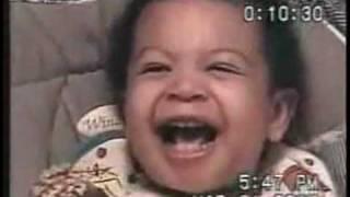 Gambar cover gülerken birden ciddi olan bebek..gimme the evil look :))