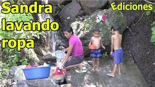 sandra-6-lavando-ropa-y-los-nios-baando-linda-naturaleza-ediciones-mendoza