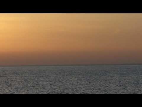 Bình minh trên biển