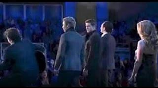 Ils chantaient ''Hallelujah'' soudain Ils se font surprendre sur scène par Céline Dion !