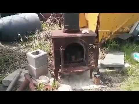 Small wood stove burning used motor oil youtube for Does motor oil burn