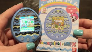 Tamagotchi m!x unboxing + start-up