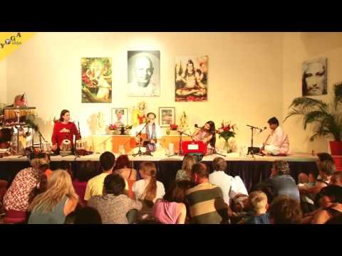 Konzert mit Satyaa und Pari