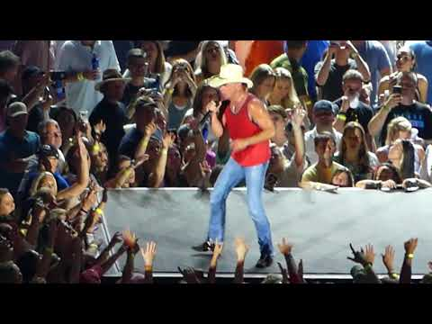 Kenny Chesney - All the Pretty Girls - Live in Atlanta