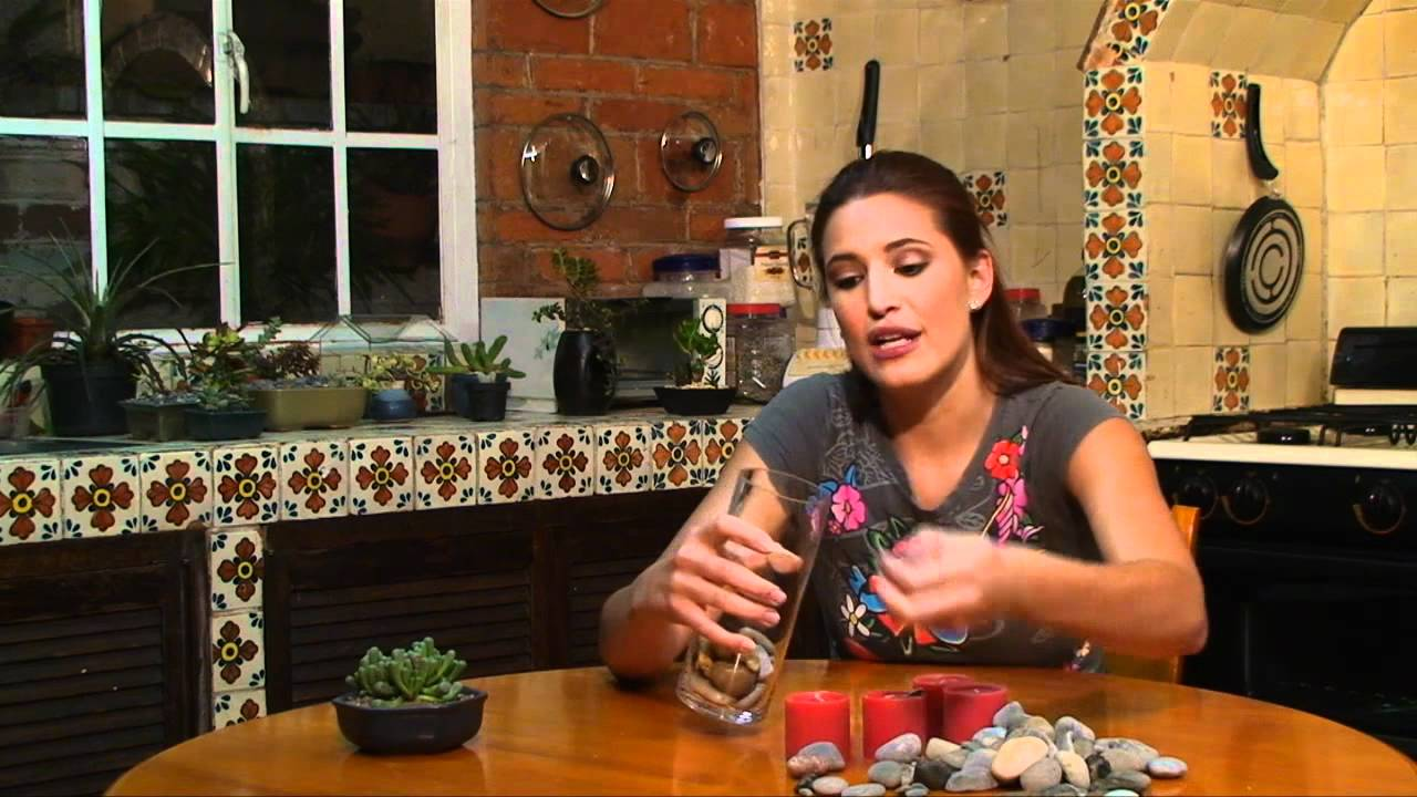 Vela en florero con piedras - YouTube