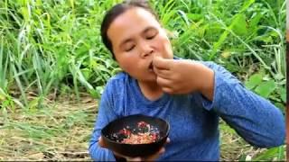 KINH DỊ : NGƯỜI PHỤ NỮ ĂN SÂU RÓM TRỪ CƠM ( horror Indian women after tru rom com)