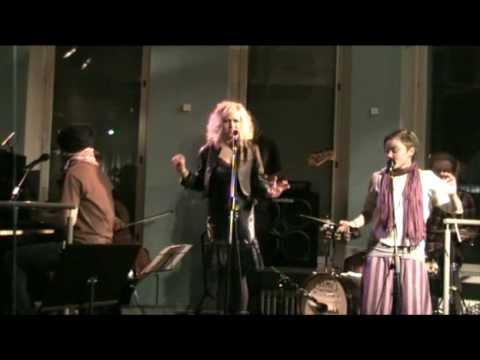 Heli Kajo - Annankadun kulmassa - Live @ Feeniks-klubi, Helsinki 11022010 videó letöltés