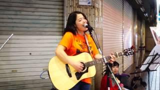 この日は清水わかな、北村瞳、田島茜さんの合同路上ライブでした。 ご本...
