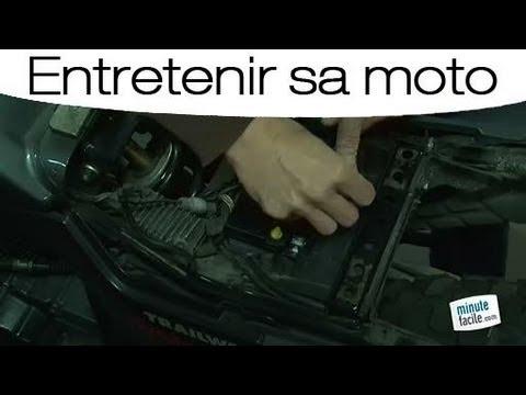 Entretien Moto Changer La Batterie Youtube