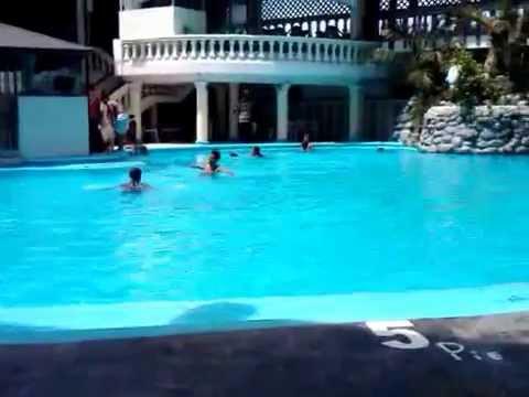Relajado en piscina casa blanca youtube - Piscina in casa ...