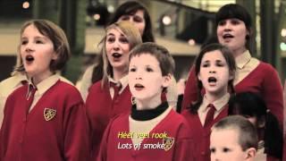 Kinderkoor zingt aangepaste