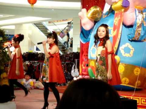 M-Girls 恭喜大家过新年+正月里来是新春+庙宇朝拜+喜气洋洋+新年好