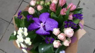 Недорогой симпатичный букет цветов(Небольшой и недорогой букет цветов с нежной кустовой пионовидной розочкой в крафте., 2016-11-02T07:38:50.000Z)