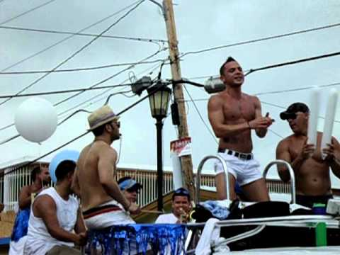 negro gay en el puerto