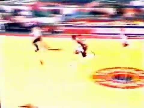 Orlando Woolridge (33pts) vs. 76ers (1984)
