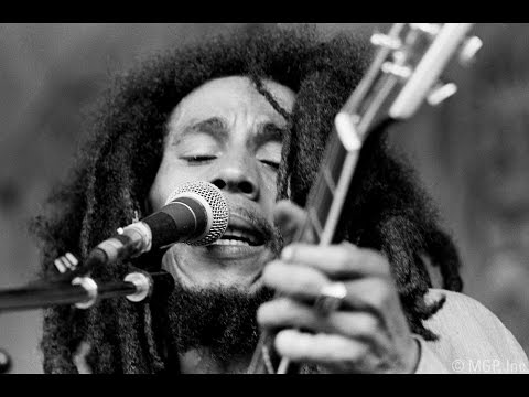 a biography of bob marley the jamaican reggae singer