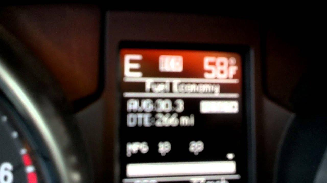 31 MPG 5.7 Liter Hemi 2013 Jeep Grand Cherokee Overland