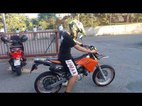 Stupid guy trying to use a motard - Malaguti XSM 50 [GOPROHD]