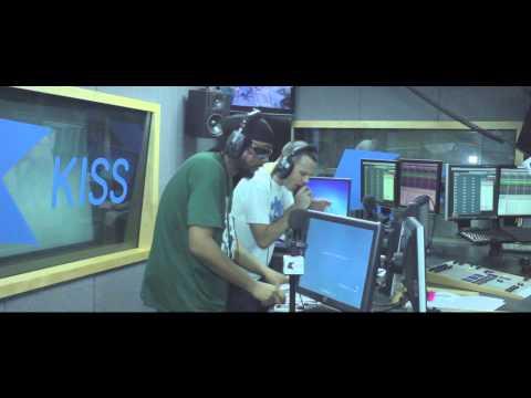 Dj Hype & Mc's Shabba D & Stormin On Kiss (32 Bars From Mars Part 4)