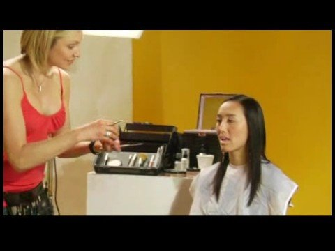 makeup-artist-tips-:-applying-moisturizer-before-lipstick