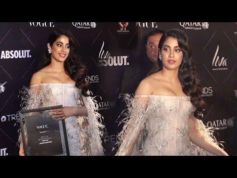 Gorgeous Jhanvi Kapoor WINS Her 1st Award- Best Debut Award For Dhadak Movie At Vogue Awards 2018