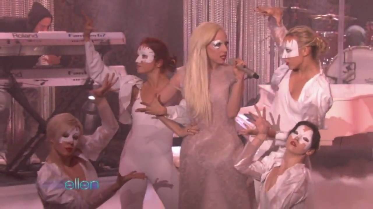 Lady Gaga - Bad Romance (Live On Ellen)