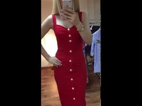 Платье красного цвета с пуговицами из трикотажа в стиле  Balmain