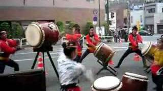 spectacle de tambours japonais pour le festival à Ochanomizu (Tokyo)