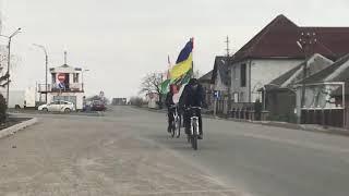 На дорогах Виноградівщини помітили велосипедистів з прапорами Угорщини і України