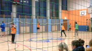 Футболл, девушка на воротах :D