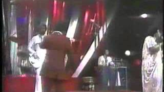 Watch Gloria Gaynor How High The Moon video