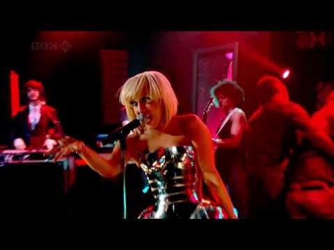 Lady Gaga - Poker Face (Live) HD www.e-ziarul.ro