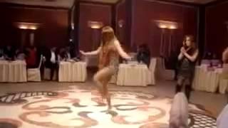 Бакинская девушка зажигает лезгинка на свадьбе.failed-conv