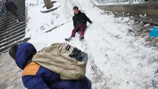 Neige :  Snowboards et luges à Montmartre (9 février 2018, Paris)