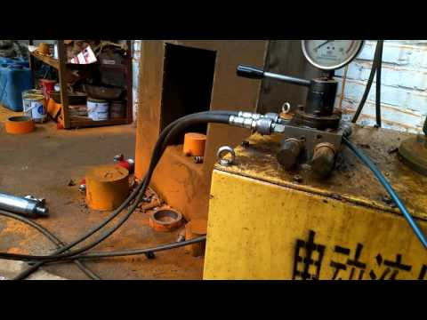 Double acting hydraulic hollow cylinder with electric pump station