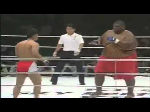 A luta do século(250Kg vs 80Kg)