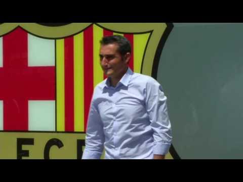 Valverde appears for photos as Barcelona head coach