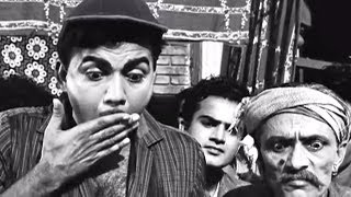 Mehmood finds out thief accidently - Grahasti Hindi Movie Comedy Scene