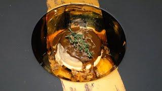 Semifreddo di castagne con salsa al cioccolato e del tartufo bianco.