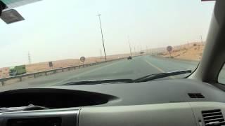 ラス・アル・ハイマからドバイへ南下中の砂漠ロード