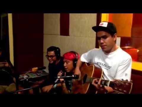 Pee Wee Gaskin - Kertas dan Pena | Live Performance at #SoreSore 88.7FM iRadio Jogja
