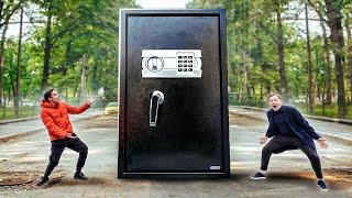Download купил ГИГАНТСКИЙ СЕЙФ на АУКЦИОНЕ за 300.000 РУБ!!! А внутри было ЭТО... Mp3 and Videos
