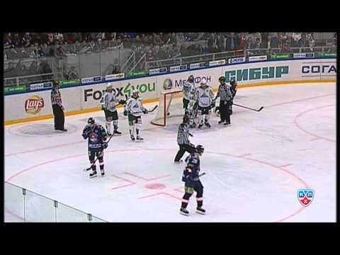 Зубарев ловит на силовой Вольски / Zubarev's nice check on Wojtek Wolski