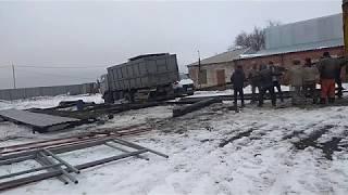 Выгружаем  склад на 600кв в ручную))