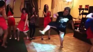 Дикие танцы на свадьбе ) Приколы на свадьбе 2014)
