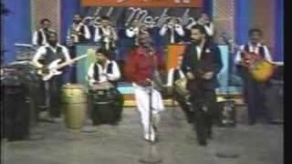 CUCO VALOY canta: HENRY GARCIA - Morina (video merengue 80