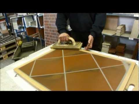 видео: Мастер-класс по затирке швов напольной плитки, Германия