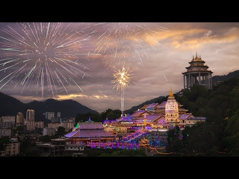 Kek Lok Si Temple Fireworks Photography, Air Itam Laksa, & Chinese New Year Lights